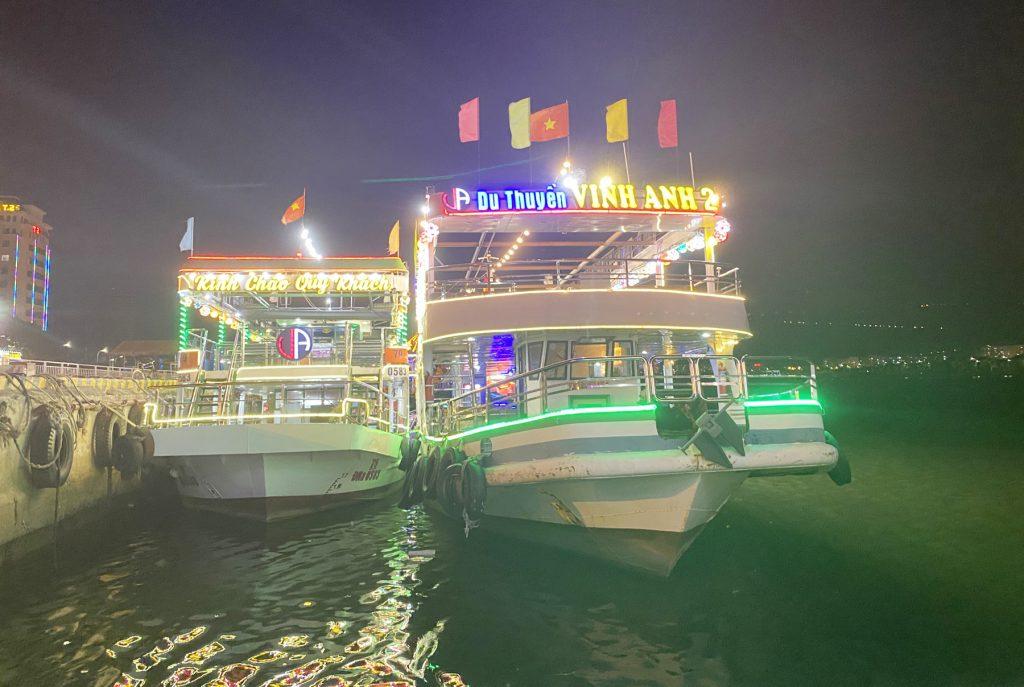 Du thuyền Vinh Anh Đà Nẵng