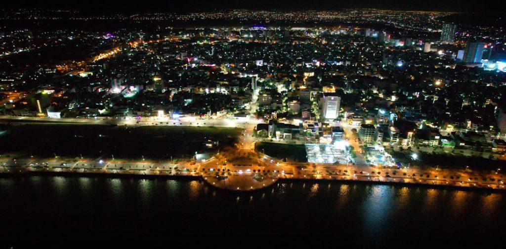 Cầu bán Nguyệt Đà Nẵng nhìn từ trên cao